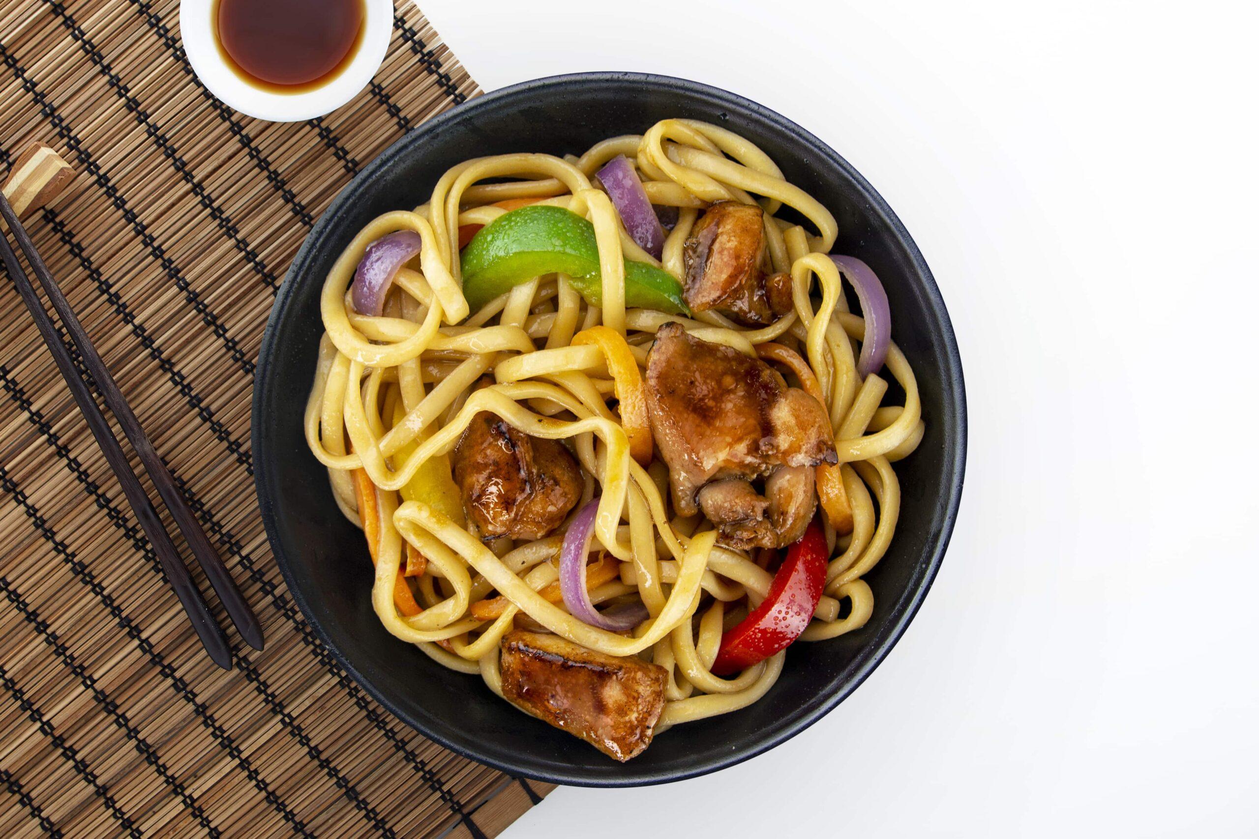 Рецепт локшини з куркою в соусі теріякі