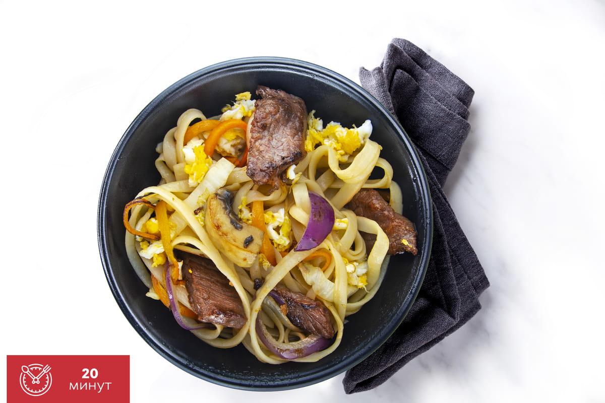 Рецепт широкой рисовой лапши с телятиной в кунжутном соусе от Катана