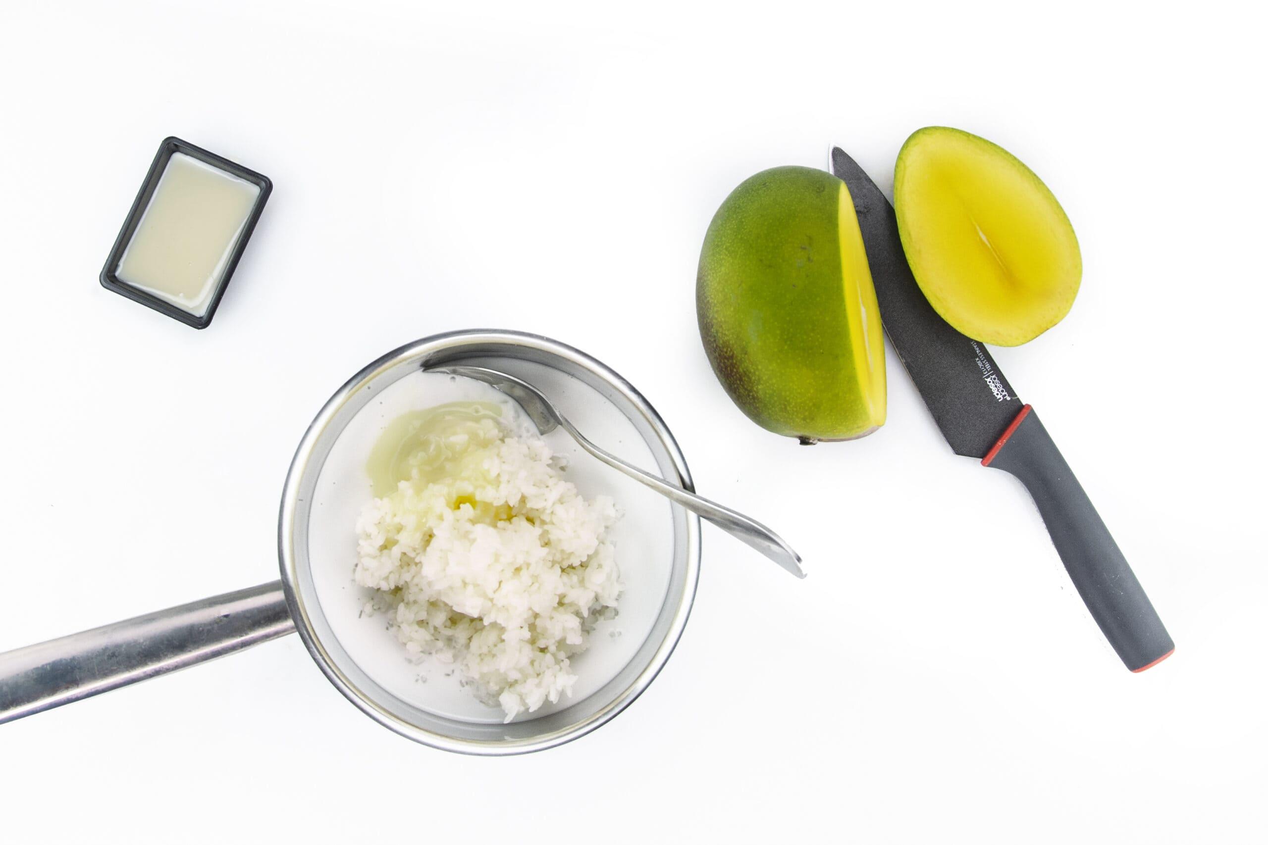 Приготовление риса с кокосовым молоком и манго