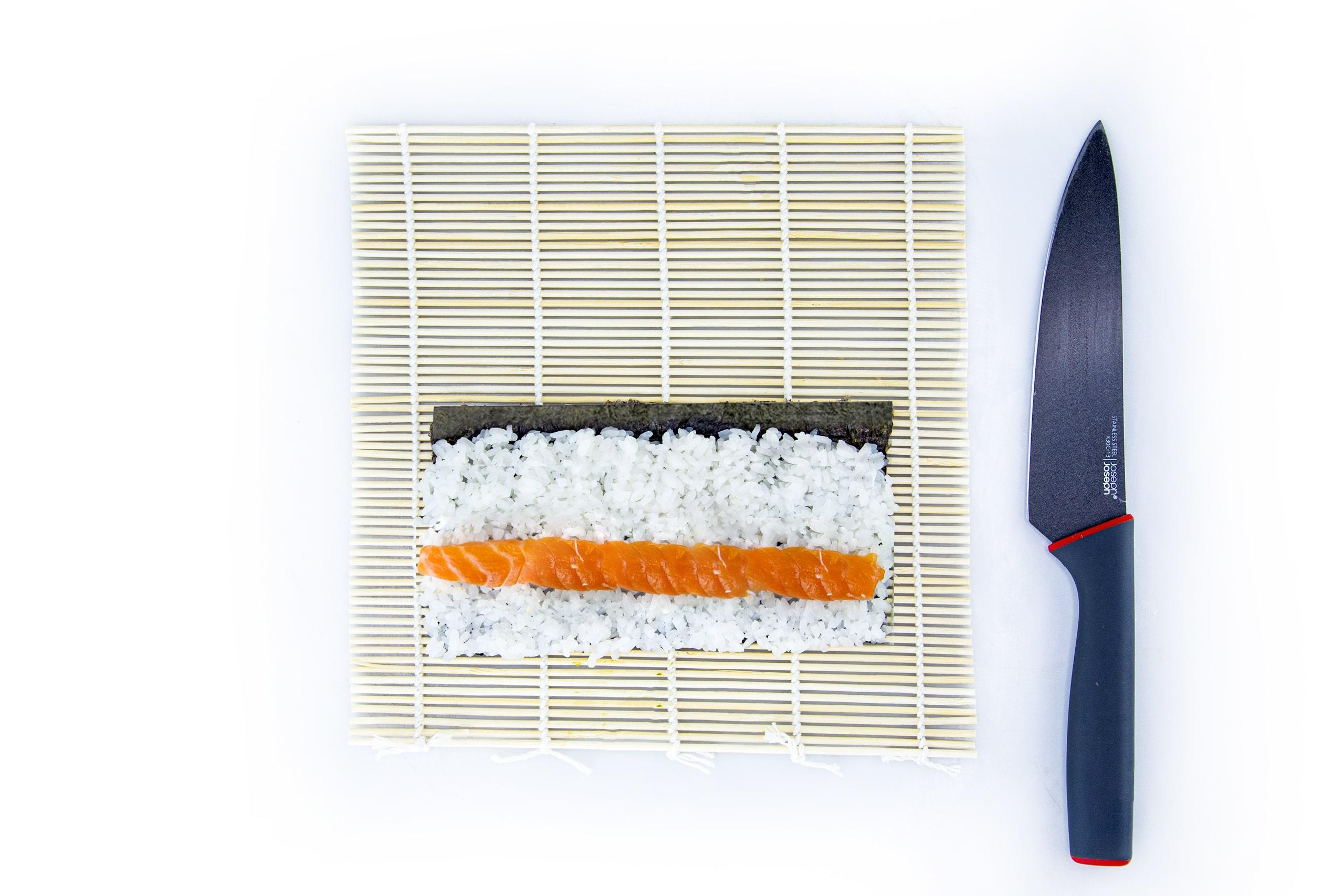 Приготовление рецепта маки ролла с лососем