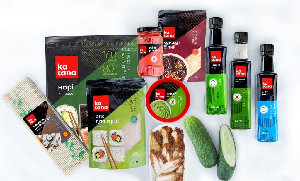 Інгредієнти для макі ролу з вугром і огірком