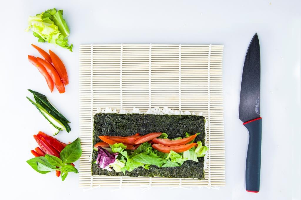 Приготовление ролла с овощами