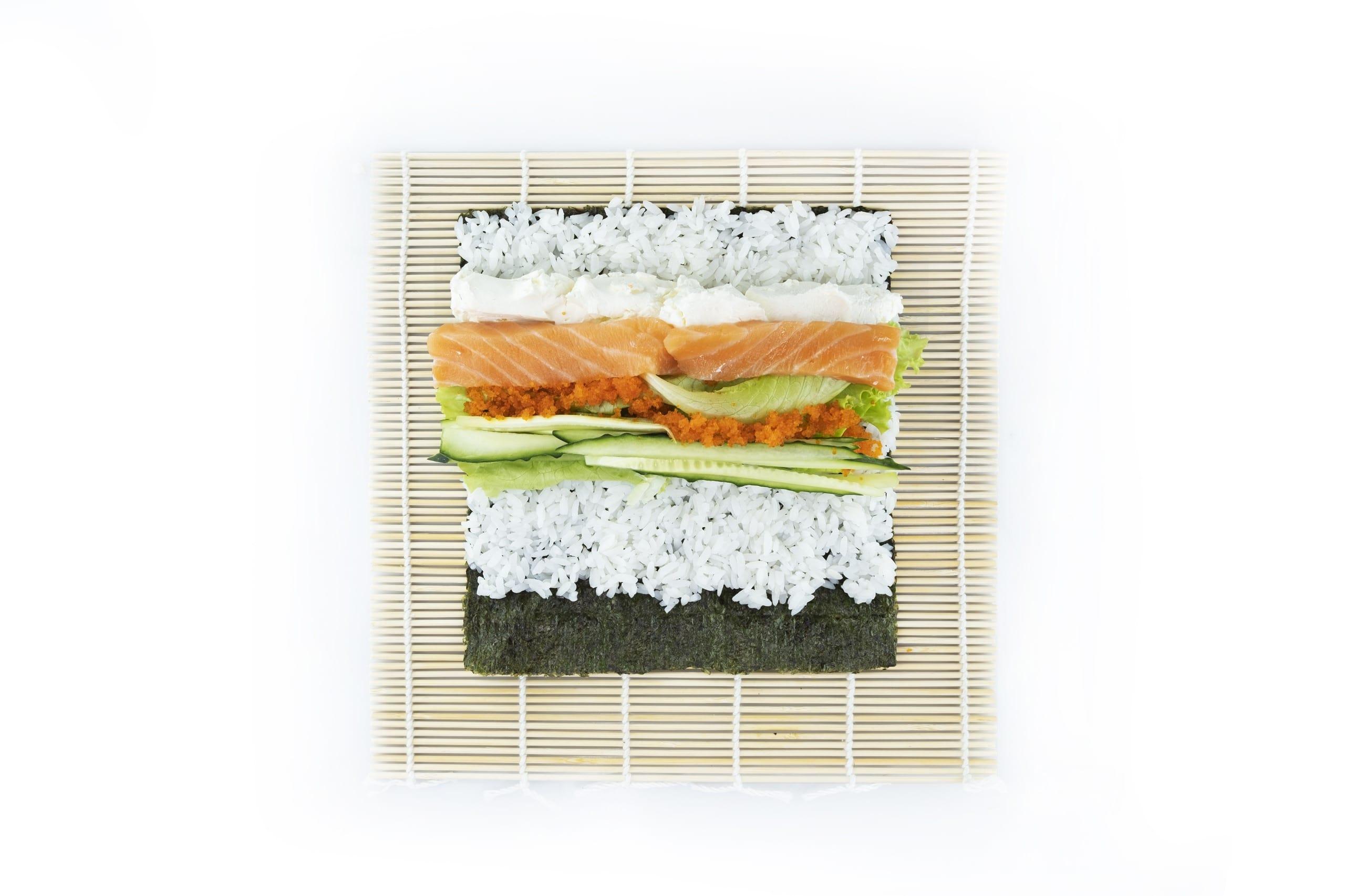 Приготовление суши буррито