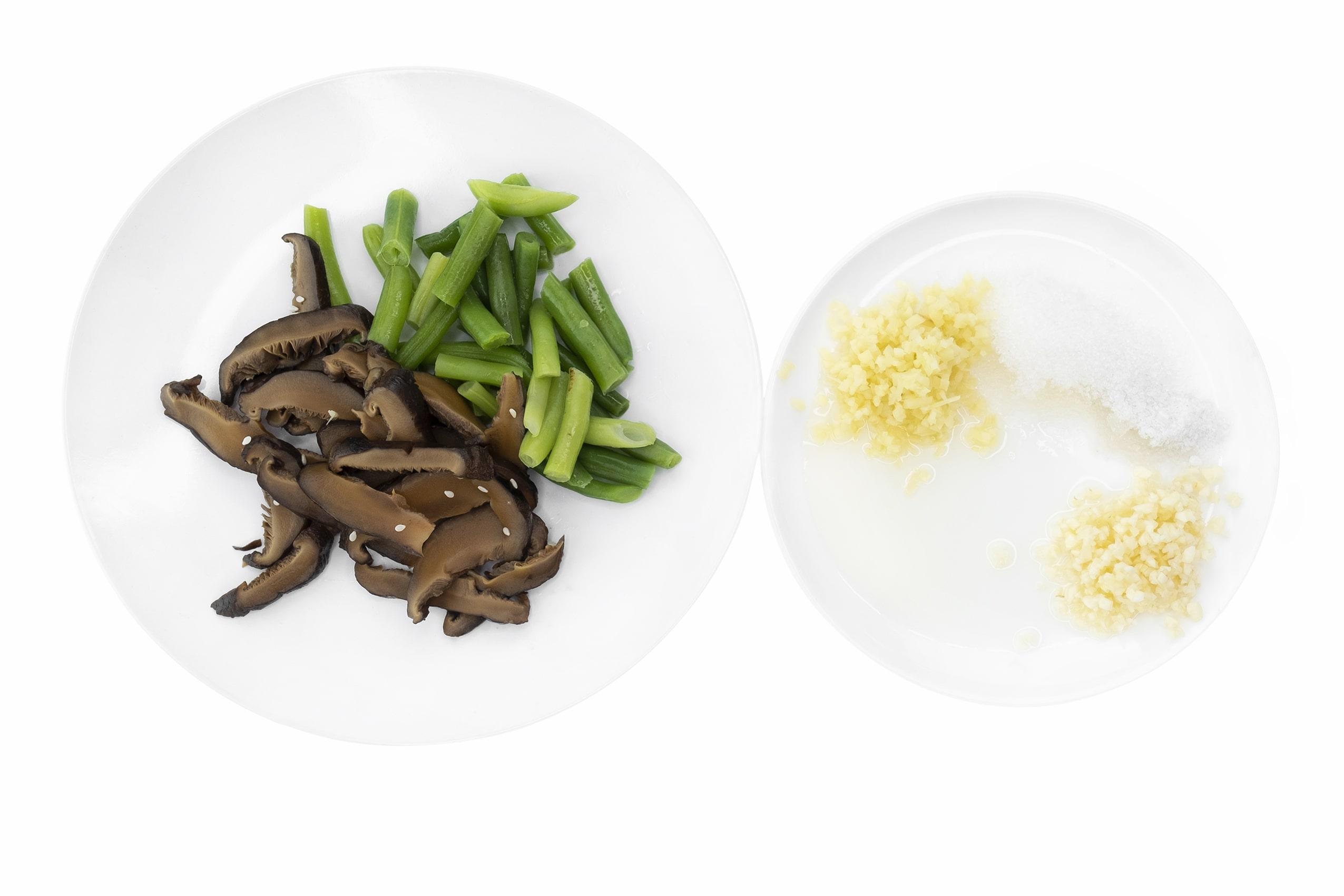 Салат с шиитаке и спаржевой фасолью
