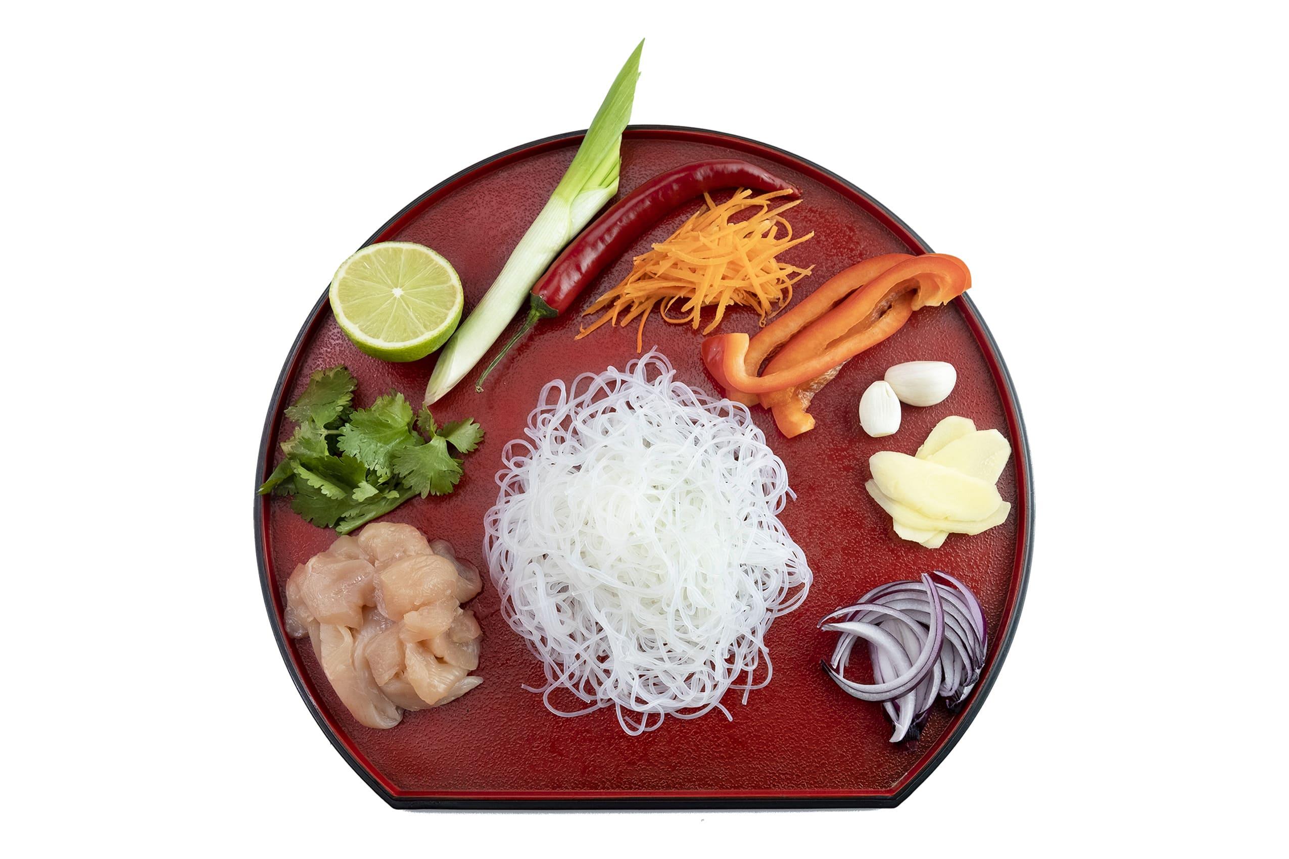 Приготовление сингапурской лапши с курицей